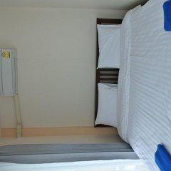 Отель Jomthong Guesthouse 2* Стандартный номер с двуспальной кроватью фото 7