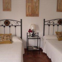 Отель Hostal El Canario Стандартный номер с различными типами кроватей фото 6
