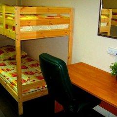 Club Hotel Vremena Goda Hostel Кровать в мужском общем номере с двухъярусной кроватью
