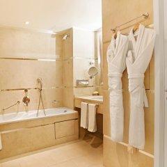 Отель Renoir Hotel Франция, Канны - отзывы, цены и фото номеров - забронировать отель Renoir Hotel онлайн ванная