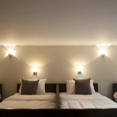 Golden Mountain Hostel Стандартный семейный номер с двуспальной кроватью (общая ванная комната) фото 4