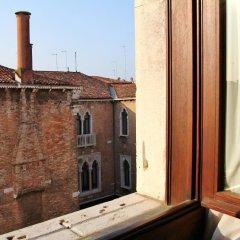 Отель Pesaro Palace балкон