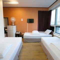 K Hostel Стандартный семейный номер с двуспальной кроватью фото 2
