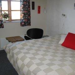 Отель Motel Herning 2* Стандартный номер с двуспальной кроватью (общая ванная комната)
