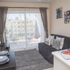Апартаменты Paphos Love Hut Deluxe Apartment комната для гостей фото 5