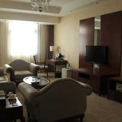 Zhongfei Grand Sky Light Hotel сейф в номере