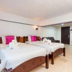 Отель Karon Sunshine Guesthouse & Bar 3* Улучшенный номер с различными типами кроватей фото 13