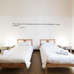Mamamia Hostel and Guesthouse Кровать в общем номере с двухъярусной кроватью фото 10