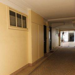 Отель Rue de Bassano by Onefinestay интерьер отеля