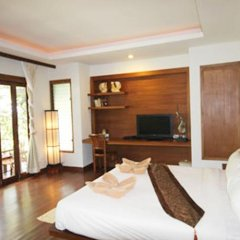 Отель Andalay Boutique Resort Ланта сейф в номере