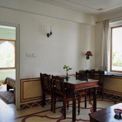 Om Niwas Suite Hotel 3* Люкс с различными типами кроватей фото 6