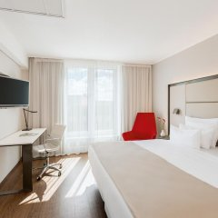 Отель NH Collection Berlin Mitte Am Checkpoint Charlie 4* Улучшенный номер с двуспальной кроватью фото 3