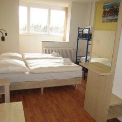 Отель a&o Prag Metro Strizkov 3* Стандартный семейный номер с двухъярусной кроватью фото 4
