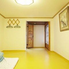 Отель Mumum Hanok Guesthouse 3* Стандартный номер с различными типами кроватей фото 9