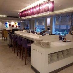 Отель The Ashtan Sarovar Portico Индия, Нью-Дели - отзывы, цены и фото номеров - забронировать отель The Ashtan Sarovar Portico онлайн гостиничный бар