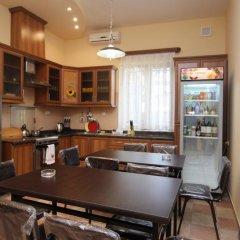 Отель Holiday Home Charenc Армения, Ереван - отзывы, цены и фото номеров - забронировать отель Holiday Home Charenc онлайн питание
