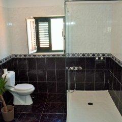 Отель Roots Guesthouse ванная