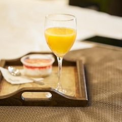 Отель Dominic & Smart Luxury Suites Republic Square питание