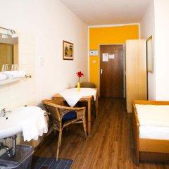 Отель Pension/Guesthouse am Hauptbahnhof Стандартный номер с двуспальной кроватью (общая ванная комната) фото 2
