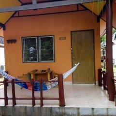 Отель Funky Fish Bungalows Таиланд, Ланта - отзывы, цены и фото номеров - забронировать отель Funky Fish Bungalows онлайн бассейн