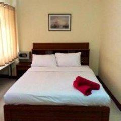 Отель The Nelson Guest House Pattaya Улучшенный номер с различными типами кроватей фото 5