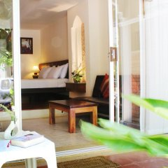 Отель Baan Pron Phateep Номер Делюкс с двуспальной кроватью