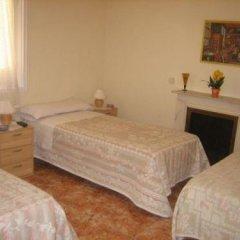 Отель Hostal Conchita II Стандартный семейный номер с двуспальной кроватью (общая ванная комната) фото 3