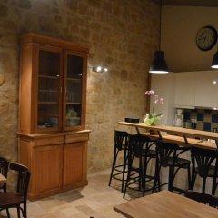 Отель Logis des Jurats Франция, Сент-Эмильон - отзывы, цены и фото номеров - забронировать отель Logis des Jurats онлайн гостиничный бар