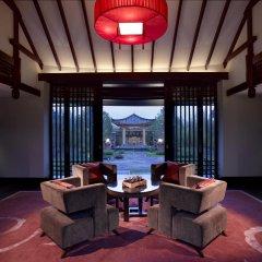 Отель Banyan Tree Lijiang 5* Вилла разные типы кроватей фото 13