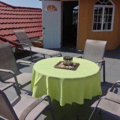 Отель Cazwin Villas Ямайка, Монтего-Бей - отзывы, цены и фото номеров - забронировать отель Cazwin Villas онлайн бассейн