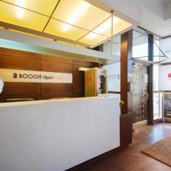 Отель Boogie Aparthouse Old Town интерьер отеля