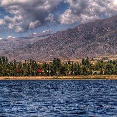 Отель Guest House on Derbisheva Кыргызстан, Каракол - отзывы, цены и фото номеров - забронировать отель Guest House on Derbisheva онлайн приотельная территория