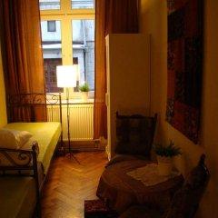 Отель Hostelik Wiktoriański Стандартный номер с 2 отдельными кроватями (общая ванная комната) фото 9