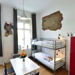 Kiez Hostel Berlin Кровать в общем номере с двухъярусной кроватью фото 2