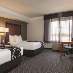 Отель La Quinta Inn & Suites Dallas North Central 2* Стандартный номер с различными типами кроватей