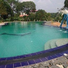 Отель Manikgoda Tea Paradise бассейн