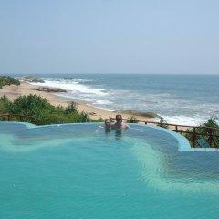 Отель Kirinda Beach Resort бассейн фото 3