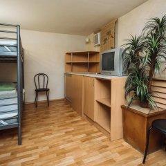Отель Ред Хаус Кровать в общем номере фото 3