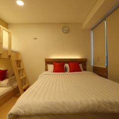 Отель STEP INN Myeongdong 1 3* Стандартный семейный номер с двухъярусной кроватью фото 3