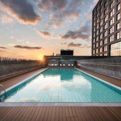Отель Novotel Shanghai Clover бассейн фото 3