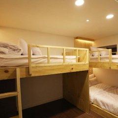 Отель STEP INN Myeongdong 1 3* Стандартный семейный номер с двухъярусной кроватью фото 5