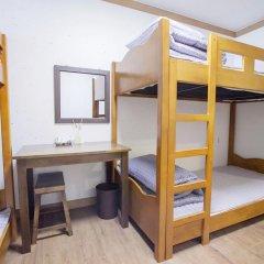 Отель Hi Jun Guesthouse Hongdae 2* Стандартный номер с различными типами кроватей фото 8