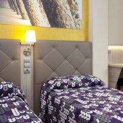 Отель Hostal Barcelona Стандартный номер с различными типами кроватей фото 24