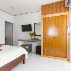 Отель Lanta Coral Beach Resort Ланта сейф в номере