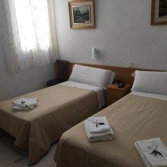 Отель Hostal Residencia Lido Стандартный номер с различными типами кроватей фото 18