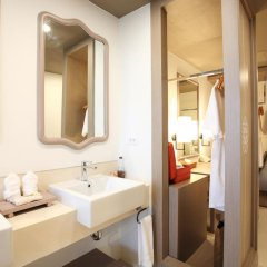 Отель Proud Phuket 4* Улучшенный номер с двуспальной кроватью фото 4