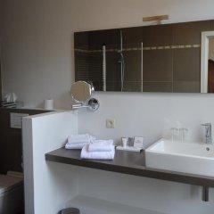 Отель Le Duc De Bourgogne Брюгге ванная