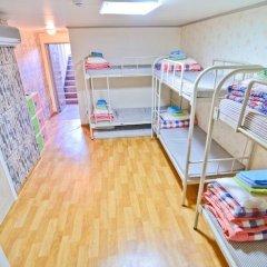 Отель Kimchee Hongdae Guesthouse Кровать в общем номере с двухъярусной кроватью фото 14