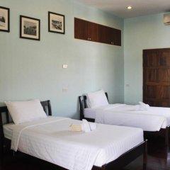 Отель Feung Nakorn Balcony Rooms and Cafe 3* Стандартный семейный номер с различными типами кроватей фото 4