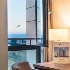 Отель Best Western Premier Sofia Airport Hotel Болгария, София - 1 отзыв об отеле, цены и фото номеров - забронировать отель Best Western Premier Sofia Airport Hotel онлайн комната для гостей фото 6